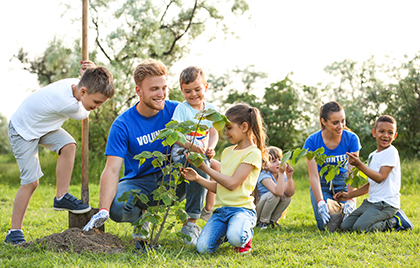 Picture or Photo of people /(person)  Volunteering